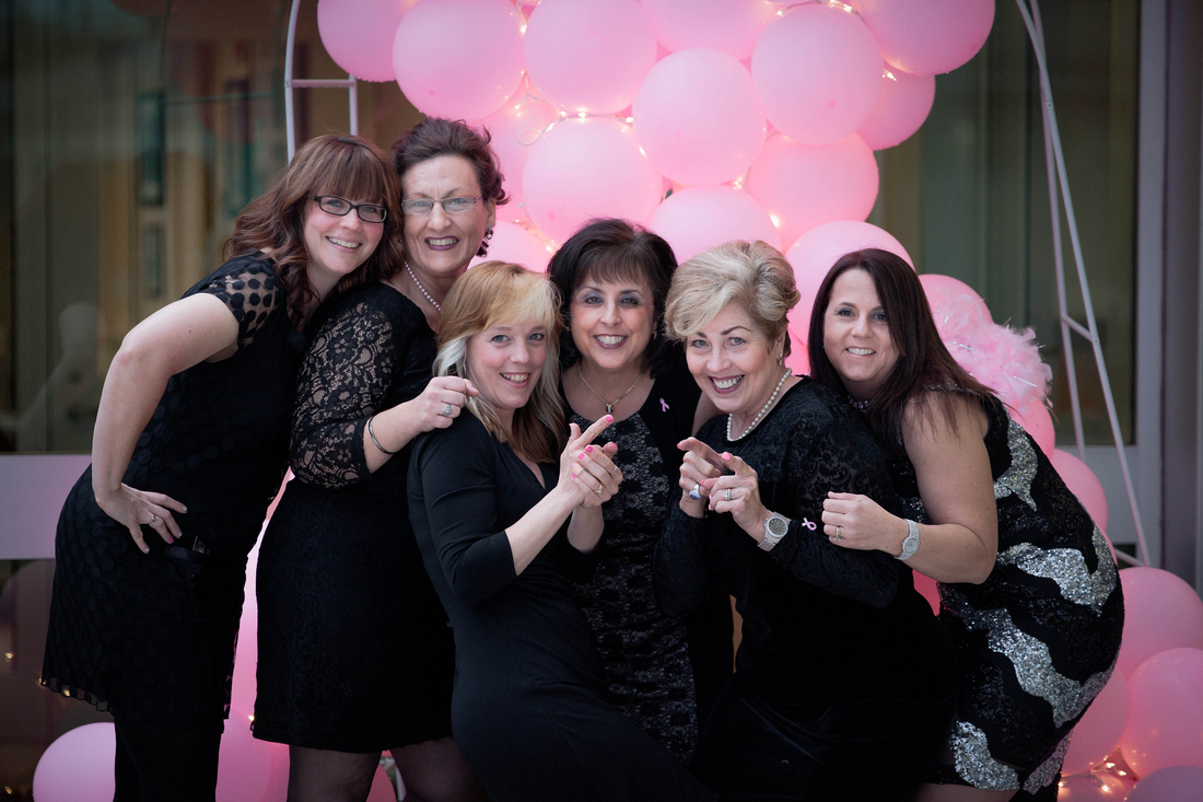 Taunia Oechslin girls night out
